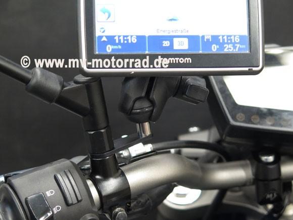 MV soporte GPS y del dispositivo en el espejo del bar